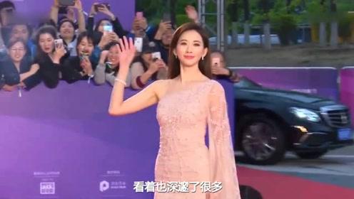 林志玲婚后第一天就出门,与小6老公坐高铁,一身长裙一点不疲惫