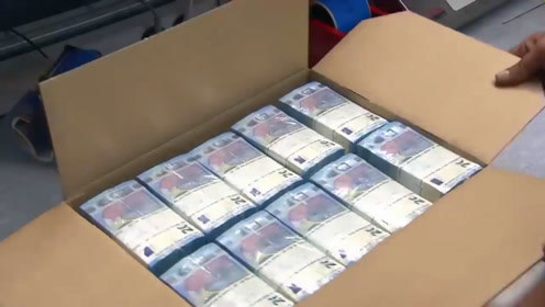 国外纸币印刷厂实拍,整箱整箱的票子,就是这样做出来的