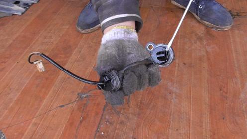 科鲁兹变速箱不变档,拆开变速箱油底壳后,怀疑这个传感器坏掉了