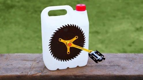 用完的塑料瓶不要扔,在上面挖个孔,就成了全新的好工具