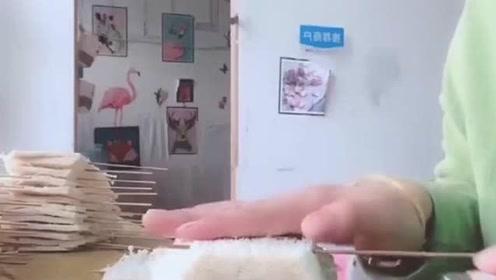 吃了这么久的烧烤,才知道金针菇是这样串起来的,学到了!