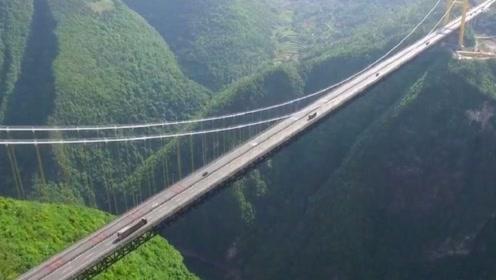 世界第一的悬索桥,动用火箭来修建,看了你可能不敢相信
