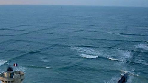 如果你在海边玩,看到这种方形波浪后,不要犹豫请马上离开!
