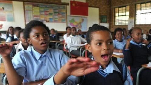 """一个非洲国家,将""""中国模式""""写进课本,并学习中国实行9年义务教育"""