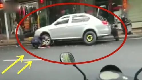 男子作死停车,被工作人员锁定后,男子得知后的行为更是猖狂!
