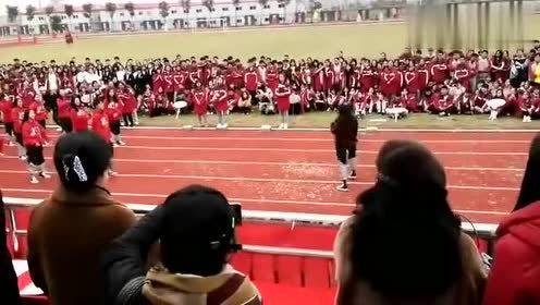 看看别人学校的运动会,开幕式炫酷的开场,小姐姐真的太霸气了!