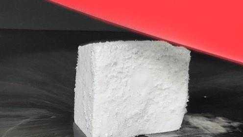 将刀片加热到1000摄氏度,能将干冰切开吗?结果不可思议