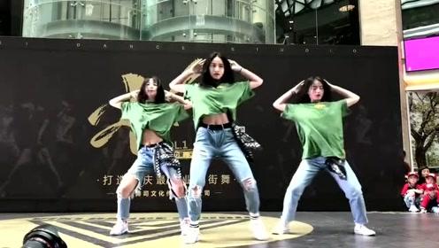 小姐姐们舞台上跳最火的舞曲《野狼disco》,网友:太酷了!