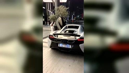 车门太高了,迈凯轮