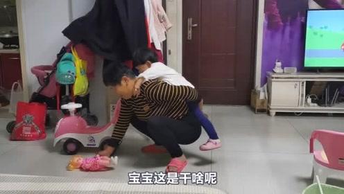 有奶奶在宝宝总是开心,宝宝你都多大了,还让奶奶背着你?