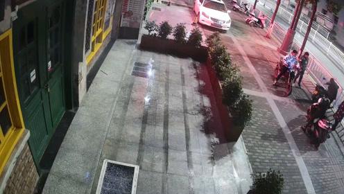 5名初中生凌晨组团偷摩托,警察9小时破案抓获4人