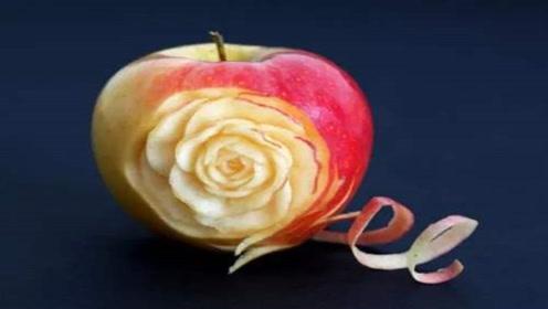 苹果皮蘸点蜂蜜,作用真厉害,解决了冬天女生都有的大烦恼