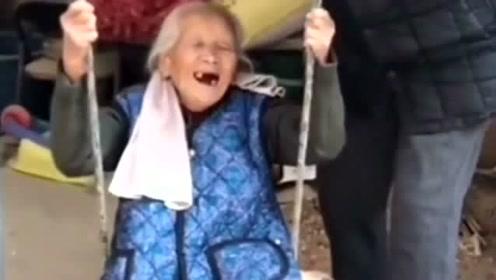姥姥都九十多了,还像个孩子玩荡秋千,姥爷对姥娘太宠爱了!