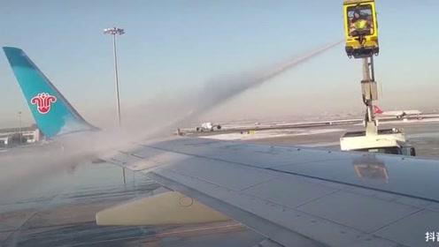 《流浪地球》般的画面!首都机场定点除冰现场像在看大片!