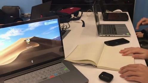 说好了带笔记本开会,你们怎么都拿电脑了?