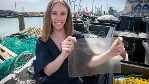 23岁女生用鱼皮做出塑料袋,1个月可自然分解,获29万大奖