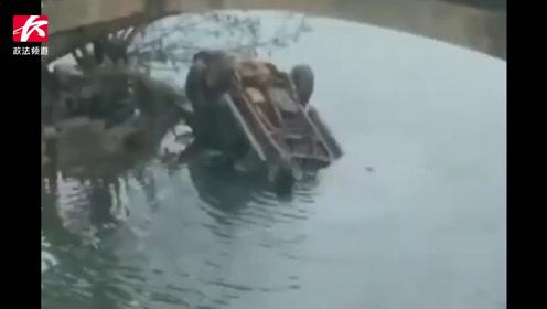 宁乡一皮卡车坠桥掉入河中,四轮朝天司机不幸溺亡