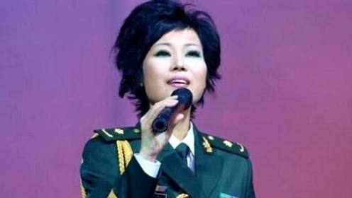 因一首歌在春晚爆红,演唱会现场癌症复发去世,年仅37岁