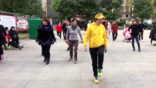 大家都喜欢的鬼步舞,动作简单好看,快一起加入吧