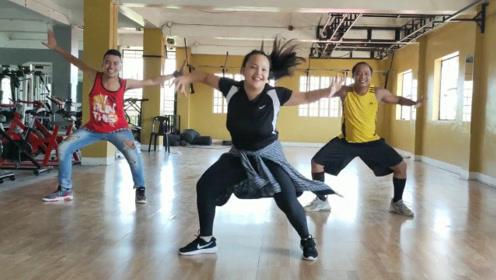 这支健身舞跳起来这么酷,步伐还超简单,老师们跳的魔性十足!