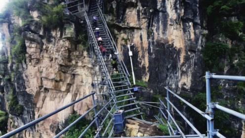 """四川大凉山的""""悬崖村"""",长5公里的天梯,爬一次两个小时?"""