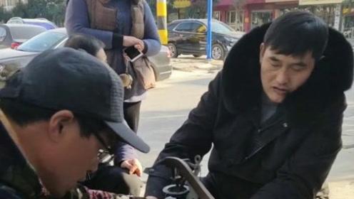 大衣哥用了七年的包还拿到街上缝补,大衣哥说缝缝补补又三年!