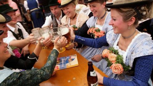 无论老少都爱喝酒的国家,基本上每天都在喝酒,战斗民族都不敢斗酒!