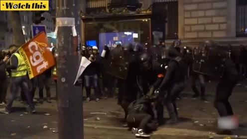 法国大罢工抗议变骚乱 巴黎遭破坏火烟弥漫犹如战场