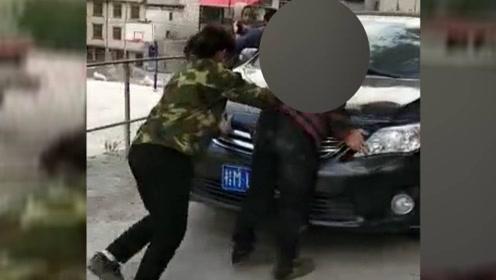 气愤!母亲拦下儿子小车后遭拳打脚踢,当事人让公安机关不要管