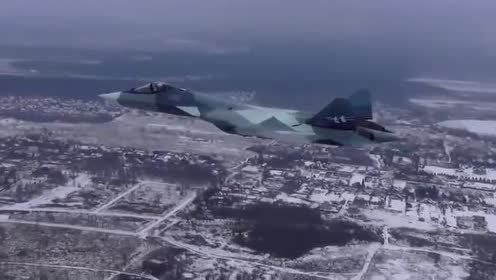 苏57战机冰天雪地里起飞,这外形真的很迷人