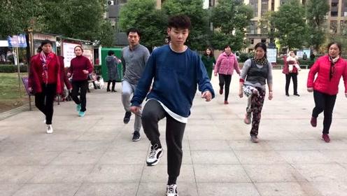 最新鬼步舞基础《原地侧踢》教学,简单8步,看完在家慢慢练
