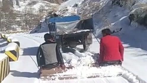 果然是高手在民间,工人自己发明的铲雪机,铲雪的效率提升了很多!