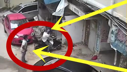 两小伙偷车,失败告退,无奈之下石头砸毁!