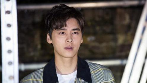 李易峰被爆恋情后深夜与朋友聚会,东张西望后自己独自驾车回家