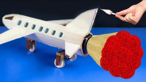 """将飞机塞满火柴,点燃后,飞机竟然""""飞""""起来了!网友:有点意思"""