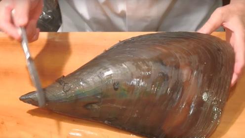 花5000日元买了一只大贝壳,撬开壳取生肉切片,吃出了仪式感!