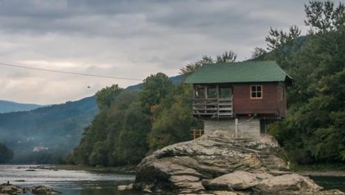 全球最牛钉子户小木屋,在河中央45年,洪水怎么都冲不垮!