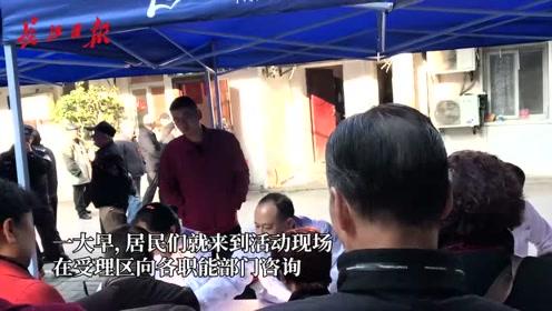好热闹!武汉城市留言板走进江汉,居民一早纷纷赶来