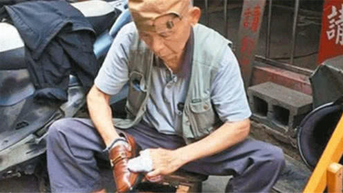 大爷街头擦鞋不要钱,直到三年后去世,人们才发现是被骗了!