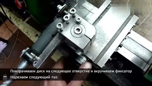 长见识了,原来俄罗斯工人师傅是这样在车床上加工齿轮的!
