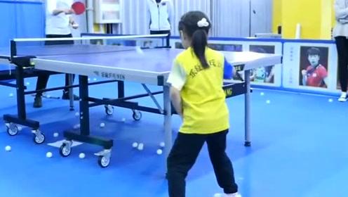 小依依竟然自学成才,学会了这个动作,真的太天才了吧!