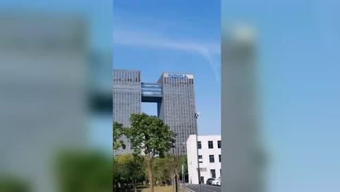 诺基亚不是倒闭了吗?怎么还有这么大两栋楼