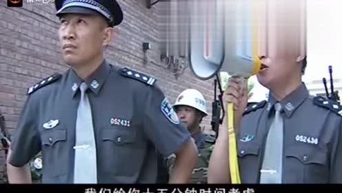 征服大结局:刘华强撩开窗帘发现武警围楼,一把薅过人质:抄家伙