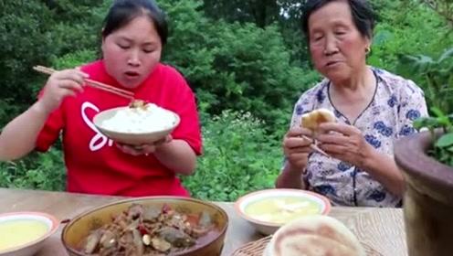 胖妹做茄子比红烧肉还要好吃,奶奶牙套戴好就等这一餐,吃着真香