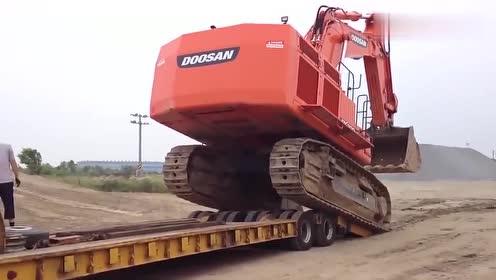 这司机疯了吗?这么上拖车不怕压爆轮胎?