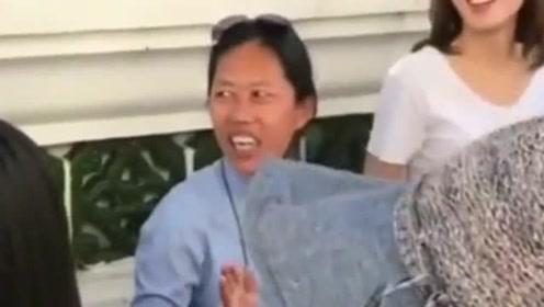 泰国网红导游,听完她和游客的对话后,我表示顿时不想回国了额!