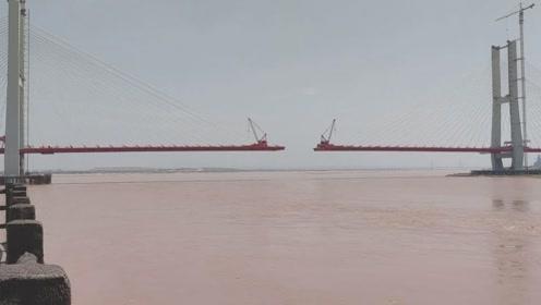 """航拍龙门黄河大桥,黄河上跨径最大的斜拉桥,号称""""黄河第一桥"""""""