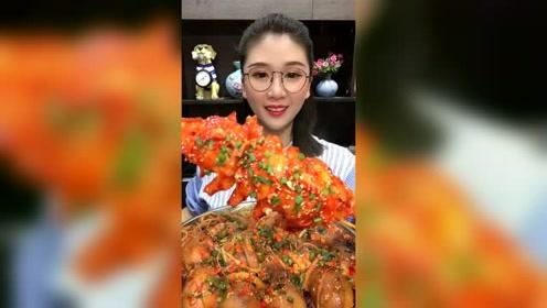 还是县城里的小姐姐会吃,一个虾尾就重5斤