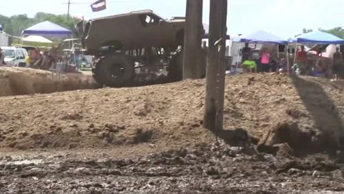 泥浆节上,巨型卡车