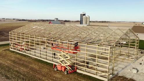 实拍木结构仓库建造过程,这种会比钢构的便宜吗